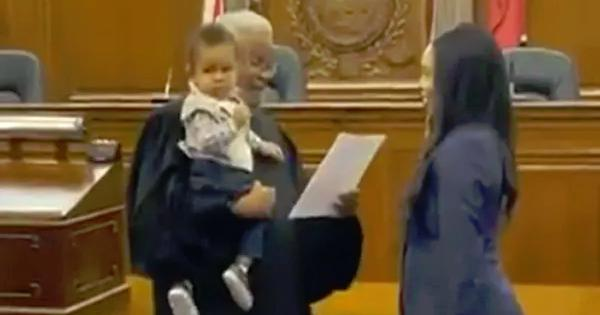 Judge Offers to Hold Lawyer's 1-Year Old Baby While Swearing Her In